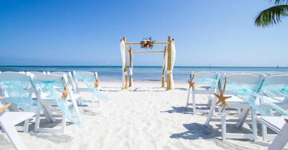 Altare matrimonio sulla spiaggia