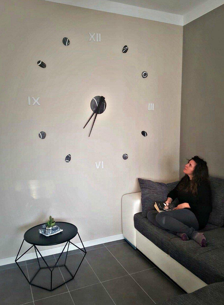 Arredare con un orologio da parete adesivo