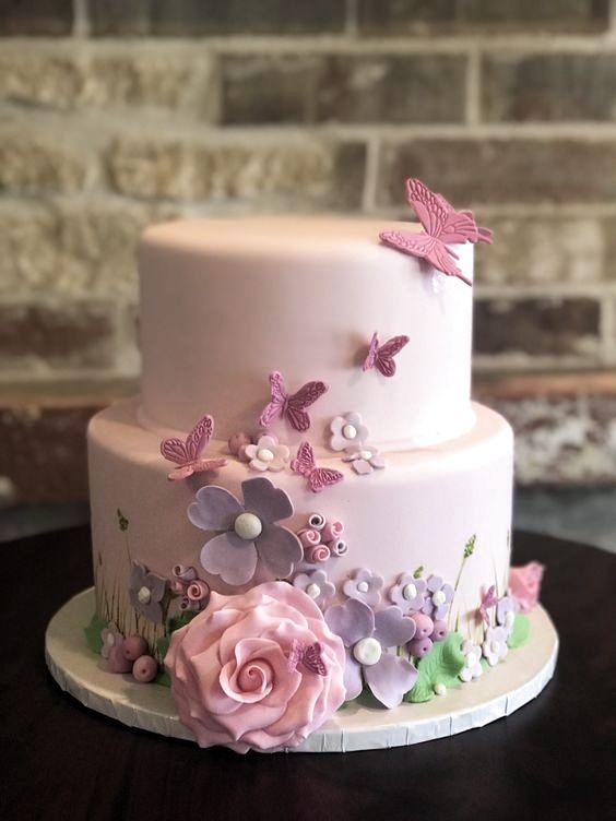 Torta-battesimo-con-fiori-e-farfalle